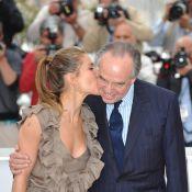 Cannes 2010 - Frédéric Mitterrand rend hommage à l'Espagne... en embrassant Elsa Pataky !