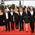 L'équipe du film Les meilleurs amis du monde sur le tapis rouge du Festival de Cannes, avant la projection de You Will Meet A Tall Dark Stranger, le 15 mai 2010