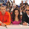 Lambert Wilson, Sabrina Ouazani et Xavier Beauvois lors du photocall du film Des hommes et des dieux le 18 mai 2010 dans le cadre du festival de Cannes