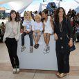 Julie Bertuccelli, Zoe Boe, Gabriel Gotting, Morgana Davies et Charlotte Gainsbourg, lors du photocall du film The Tree (L'Arbre) durant le festival de Cannes le 23 mai 2010