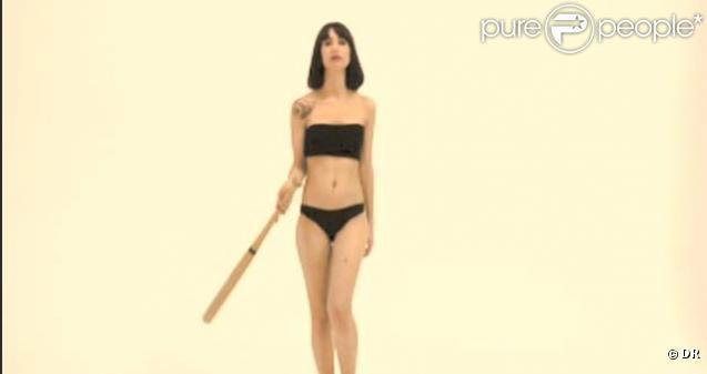 Lussi est l'héroïne d'une séquence vidéo promotionnelle tournée pour l'artiste Alexandre Delacroix