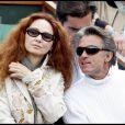 Gérard Holtz et Anilore Banon lors de la cinquième journée du tournoi des internationaux de tennis de Roland Garros 2010 le 27 mai 2010