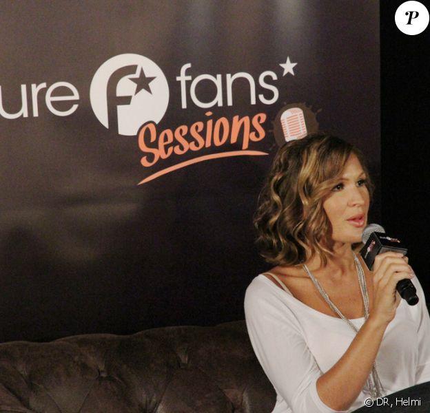 Vitaa donne un concert privé et répond aux questions de ses fans, mercredi 12 mai, à la première PureFans Session au Club des Pins, à Paris.