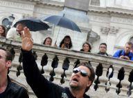 Regardez Russell Crowe et ses compagnons pousser la chansonnette en pleine rue !