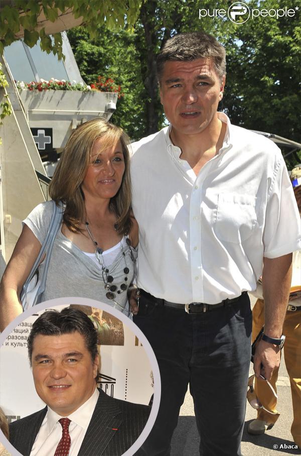 David Douillet, en juin 2010, et en janvier 2010 dans le rond