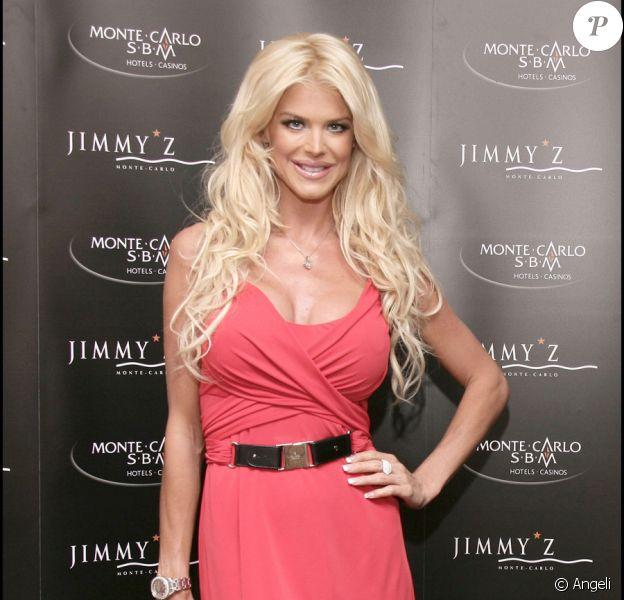 Victoria Silvstedt à Monte-Carlo pour fêter les 40 ans du Jimmy'z et les 80 ans de Régine, le 4 juin 2010
