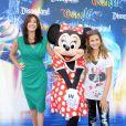 Teri Hatcher et sa petite Emerson, lors de l'inauguration du nouveau spectacle musical World of Colour, au parc californien Disneyland, le jeudi 10 juin.