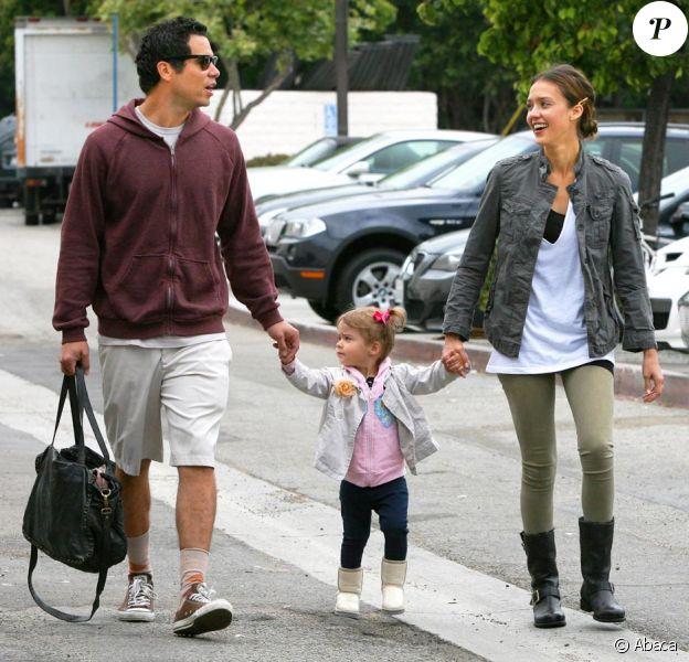 Jessica Alba, Cash Warren et leur adorable fille Honor à Los Angeles le 12 juin 2010