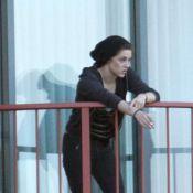 Kristen Stewart : Toujours aussi peu distinguée... elle fait de très vilains gestes !