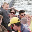 Kristen Stewart et Taylor Lautner s'offrent une balade en bateau, le dimanche 30 mai à Sydney, en Australie.
