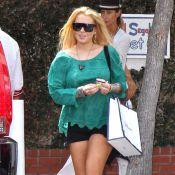 Lindsay Lohan : Elle ne cache plus son bracelet anti-alcool qu'elle assortit à son bikini !