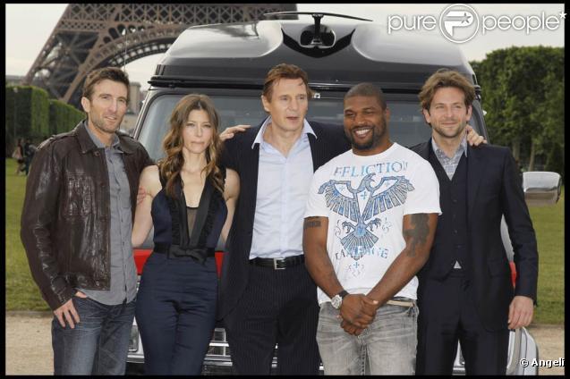 Toutes les stars de  L'agence tous risques  en promo à Paris, sur le Champ de Mars, le 14 juin 2010.