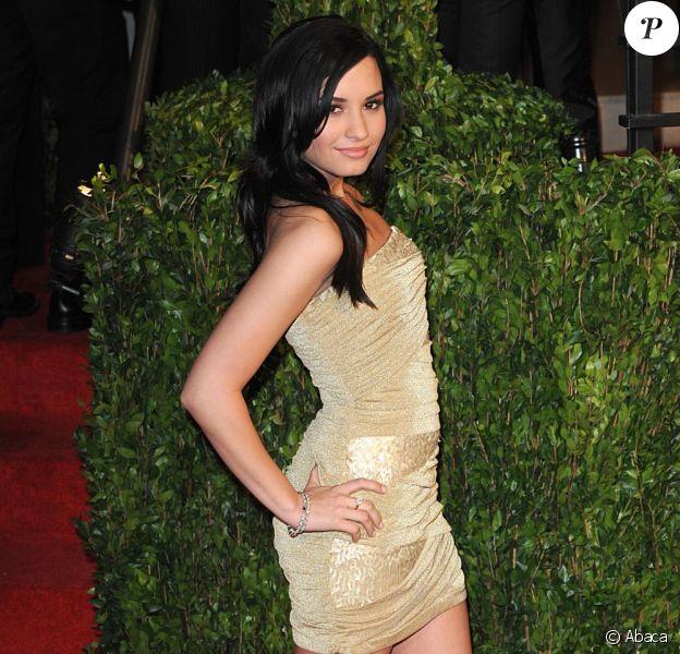 Demi Lovato est-elle tatouée ? Alors qu'elle est en vacances au Mexique, des clichés mettent le doute à Disney et font polémique.