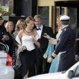 A Stockholm, les 16 et 17 juin, des invités de prestige ont commencé à affluer en vue du mariage de la princesse Victoria samedi 19 juin. Photo : Mathilde de Belgique et le prince Philippe de Belgique, et Maxima et Willem-Alexander des Pays-Bas.<br /