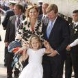 A Stockholm, les 16 et 17 juin, des invités de prestige ont commencé à affluer en vue du mariage de la princesse Victoria samedi 19 juin. Photo : Willem-Alexander des Pays-Bas et sa femme Maxima, avec une de leurs filles.