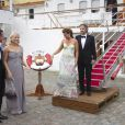 A Stockholm, les 16 et 17 juin, des invités de prestige ont commencé à affluer en vue du mariage de la princesse Victoria samedi 19 juin. Photo : Mette-Marit de Norvège et son époux le prince héritier (à gauche), avec Martha-Louise et Ari Behn.