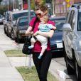 Ellen Pompeo et sa fille Stella Luna à Los Angeles, le 18 juin 2010