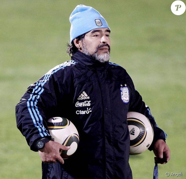 Diego Maradona à l'entraînement, en Afrique du Sud, en juin 2010.