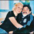 Diego Maradona et sa fiancée Veronica Ojeda, à l'occasion des 31 ans de la jeune femme, en Afrique du Sud, en juin 2010.