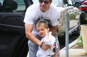 Mark Wahlberg dans son plus beau rôle : papa d'un karaté kid !