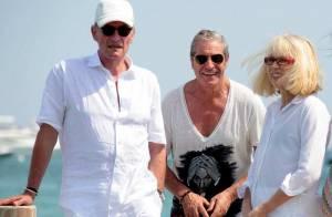 Quand Mireille Darc et son chéri rejoignent Jean-Claude Darmon et sa belle Hoda pour une virée sur l'eau !