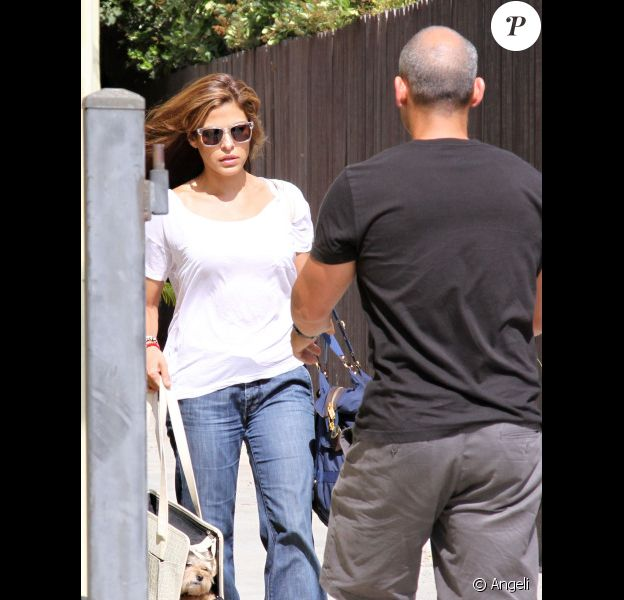 Eva Mendes sortant de son cours de gym à Los Angeles, le 10 juillet 2010