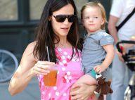 Jennifer Garner est triste car Violet part au Tibet... elle se console donc avec sa petite Seraphina !