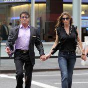 Le mythique Sylvester Stallone traîne avec sa femme à New York, avant d'arriver à Paris... façon Hollywood !