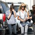 La mère de Lindsay Lohan, Dina, et sa soeur Ali rendent visite à la jeune fille en prison le 21 juillet 2010