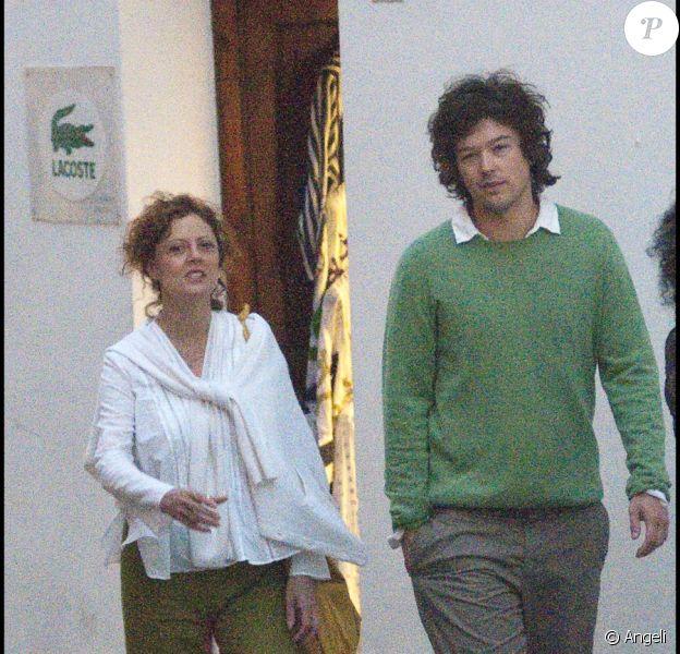 Susan Sarandon se promène à Giffoni en Italie en compagnie de Jonathan Bricklin le 26 juillet 2010