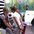 Benoît et Bastien font un duel de regards dans Secret Story 4