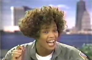 Redécouvrez Whitney Houston quand elle était encore fraîche, dans ses bons moments et ses délires !