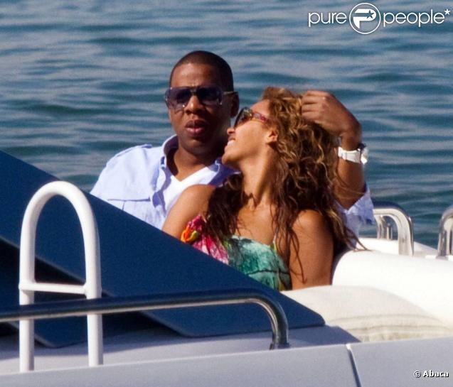 Beyonce et Jay-Z s'offrent des vacances romantiques sur leur sublime yacht ! Du bling-bling, de l'amour... du rêve !