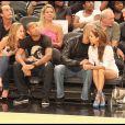 Eva Longoria et son Tony Parker assistent au match de basket opposant les Etats-Unis à la France à New York le 15 août 2010 tout comme Thierry Henry et une amie