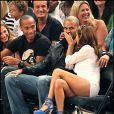 Nos amoureux Eva Longoria et Tony Parker ne peuvent s'empêcher de se faire des bisous lors du match de basket opposant les Etats-Unis à la France à New York le 15 août 2010