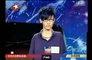 China's Got Talent : Handicapé, sans bras, il joue du piano comme un virtuose ! Découvrez comment !