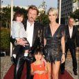Johnny, Laeticia et leurs deux fillettes Jade et Joy, lors de l'anniversaire du rockeur