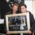 Johnny Hallyday reçoit un triple disque de platine par Thierry Chassagne