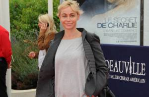 Emmanuelle Béart en mode casual chic... sous le charme de la famille idéale de Demi Moore !