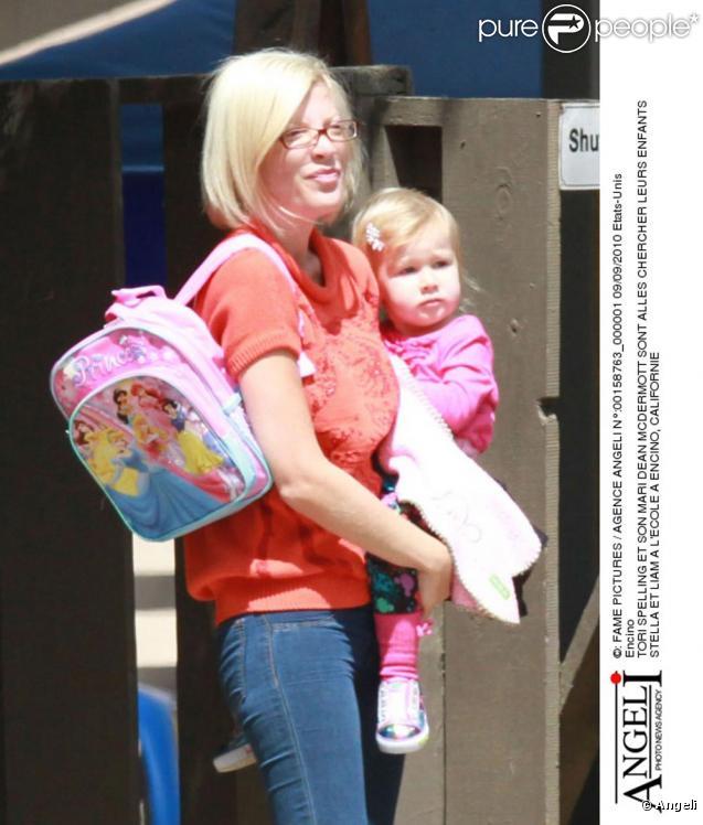 Tori Spelling et son mari Dean McDermott récupérent leurs enfants à la sortie de l'école