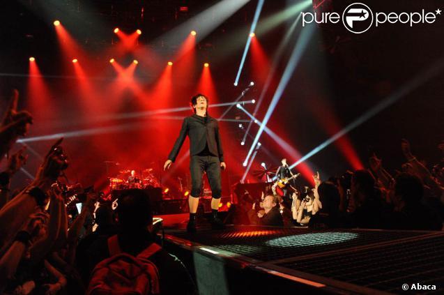 """Nicola Sirkis et Indochine ont conclu le Météor Tour entamé en juin 2009 le 15 septembre 2010 à Paris Bercy... et ont donné rendez-vous à leurs fans bientôt pour une nouvelle """"putain de tournée"""" !"""