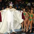 Sacha Baron Cohen ressemble étrangement au showman Freddie Mercury mais en beaucoup plus bling bling, en 2002 pour la promotion d'Ali G