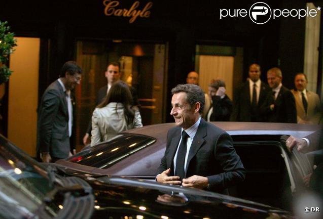 Nicolas Sarkozy et Carla Bruni devant le Carlyle, New York