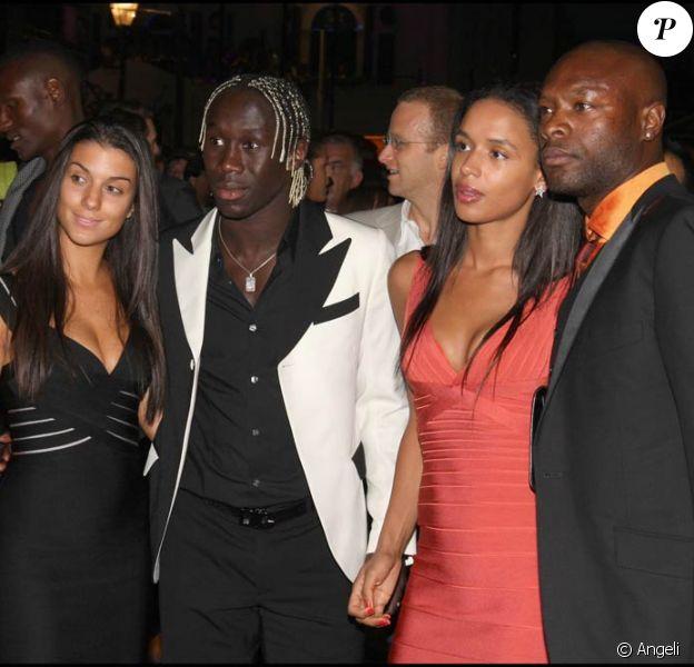 Bakary Sagna, William Gallas et leurs compagnes, à l'occasion du défilé du créateur Ozwald Boateng, lors de la Fashion Week londonienne, le 22 septembre 2010.