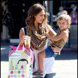 Jessica Alba et sa petite Honor font du shopping, à Los Angeles, le 25  septembre 2010