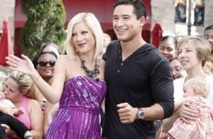 Tori Spelling : Au bras de Mario Lopez, toujours maigre mais rayonnante !