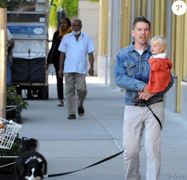 Ethan Hawke et sa fille Clementine, dans les rues de New York