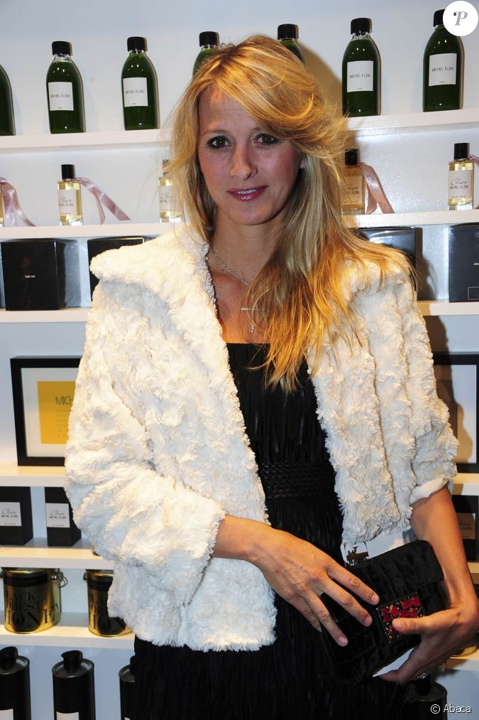 sarah lavoine lors de l 39 inauguration de la boutique de michel klein au 9 rue jacob dans le 6e. Black Bedroom Furniture Sets. Home Design Ideas