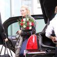 Kate Winslet se promène à New York avec des fleurs le 6 octobre 2010