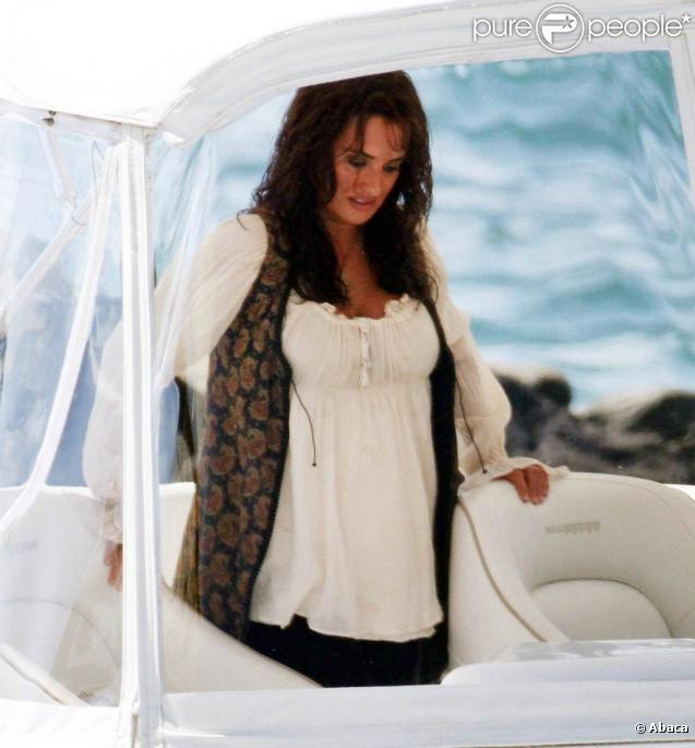 Penélope Cruz, enceinte, sur le tournage de Pirates des Caraïbes - La